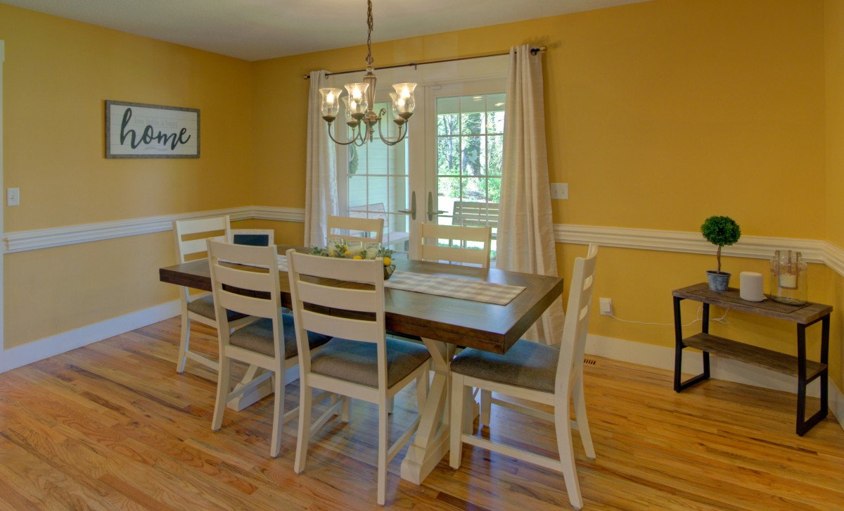 Plenty of seating in the bright and cheery dining room.