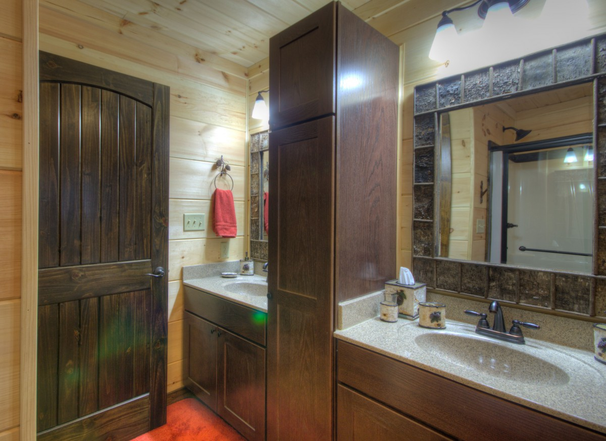 Dual vanities in the master bath and plenty of space.